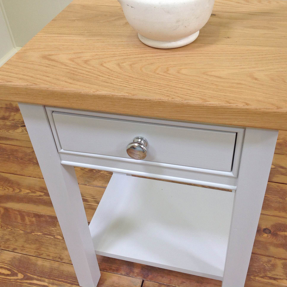 bacchus-bedside-table-oak-top-close-up