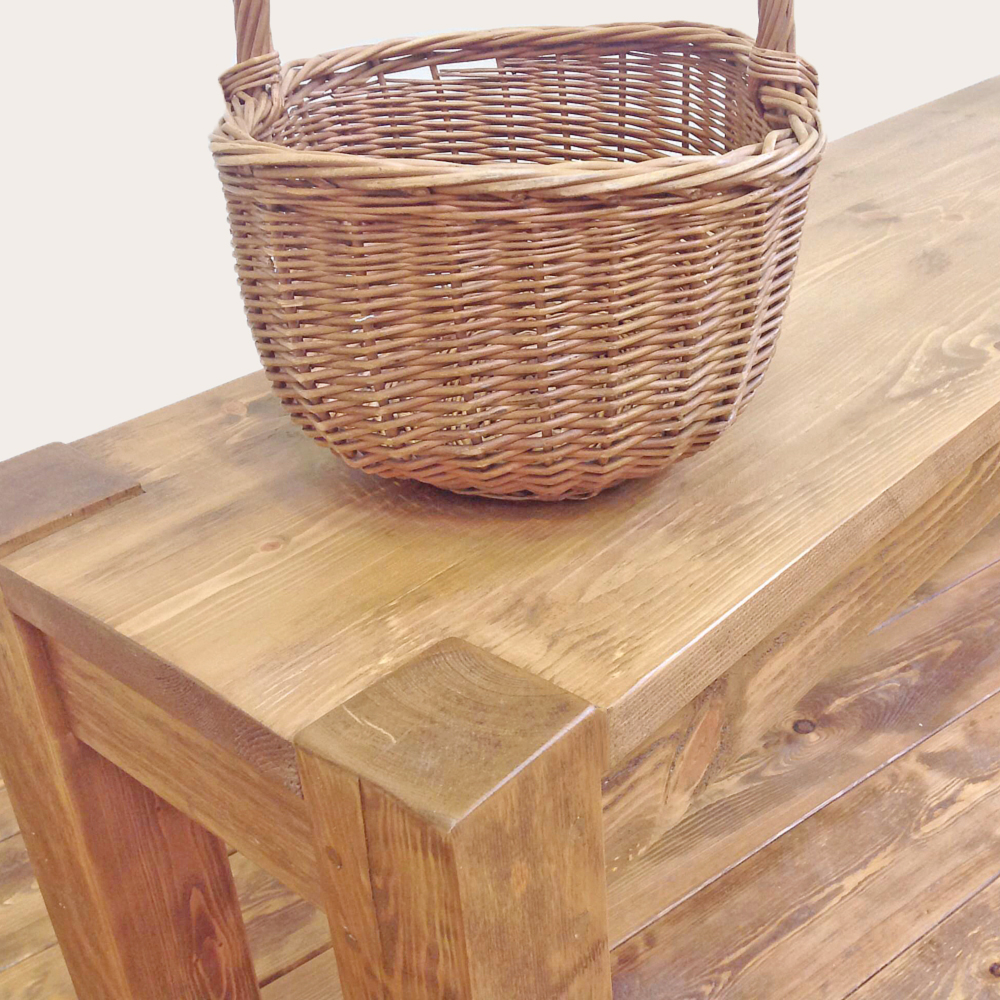rustic-farmhouse-bench-close-up