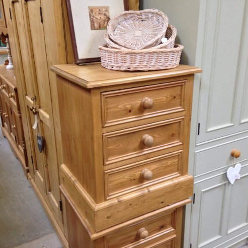 winchester-bedside-chest-of-drawers