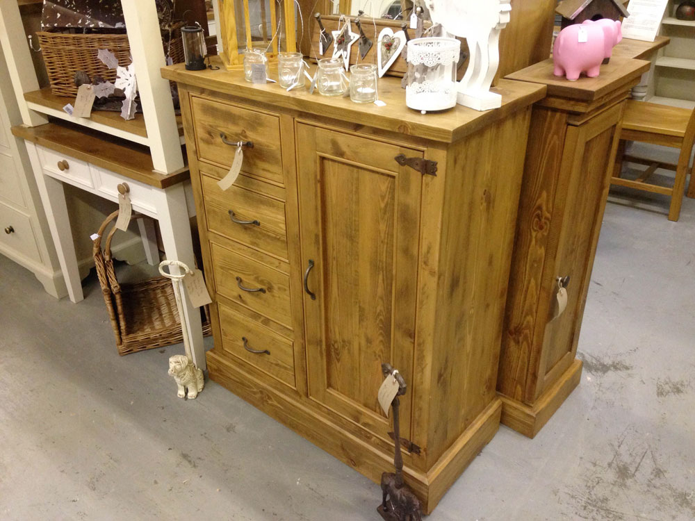 4-drawer-rustic-pine-cupboard-side